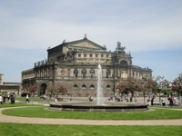 how to book a city bus tour or a sightseeing bus tour in Dresden?